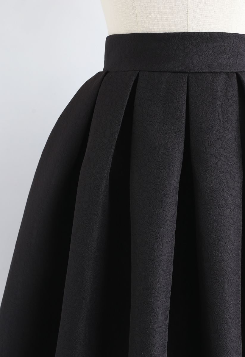 Jacquard Pleated A-Line Midi Skirt in Black