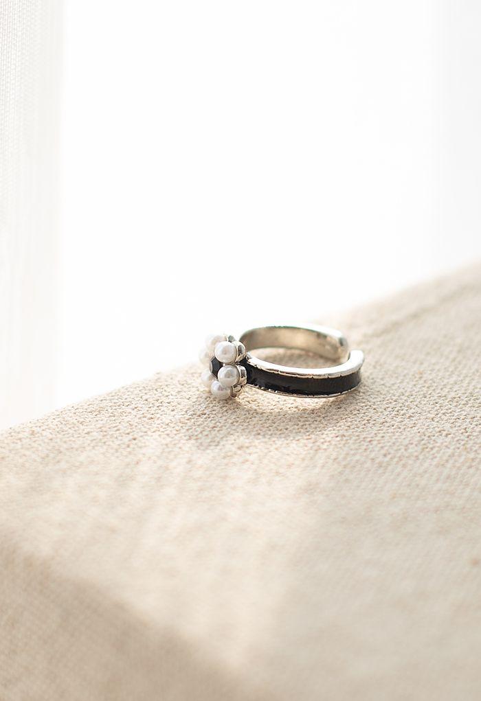 Black Crystal Pearl Daisy Ring