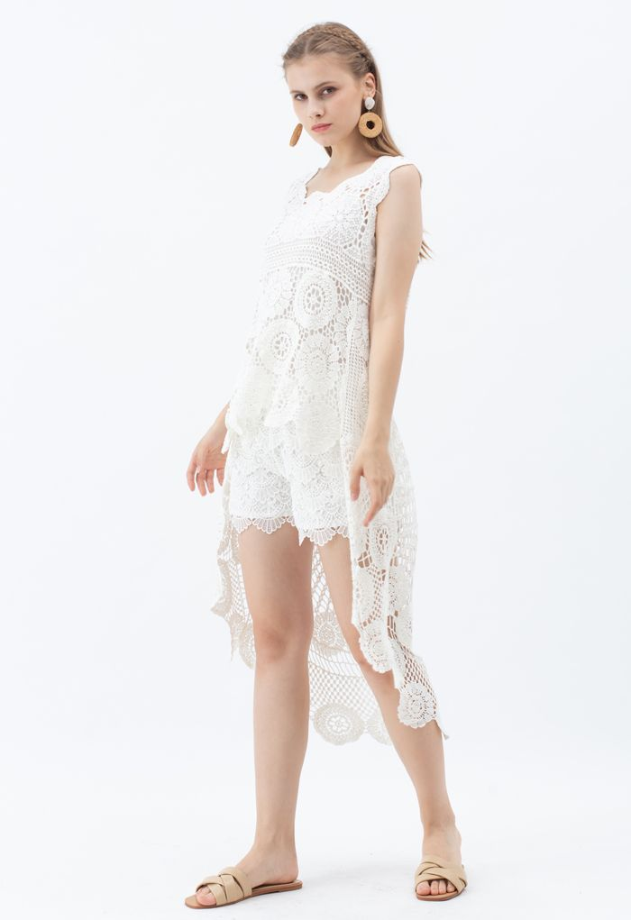Scallop Crochet Overlay Shorts in White