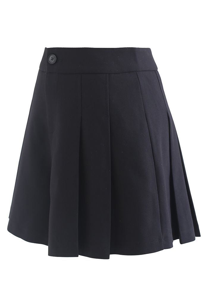 Side Pocket Pleated Shorts in Black