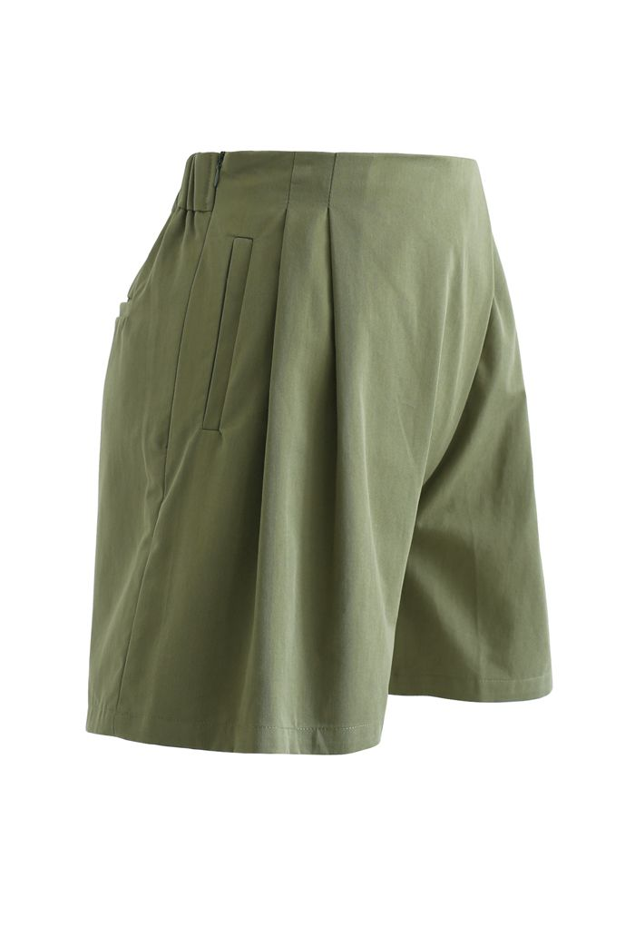 High Rise Side Zip Pocket Pleated Shorts in Army Green