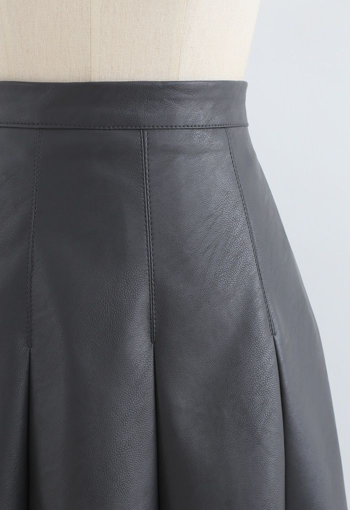 Faux Leather Seam Detail Pleated Skirt in Smoky Black