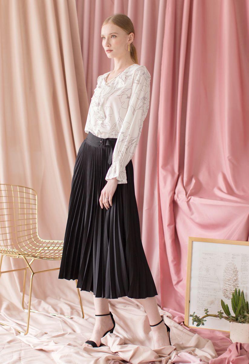 Tender Breeze Pleated Midi Skirt in Black