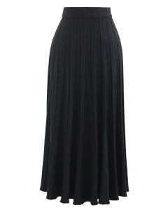 Solid Pleated Knit Skirt in Black